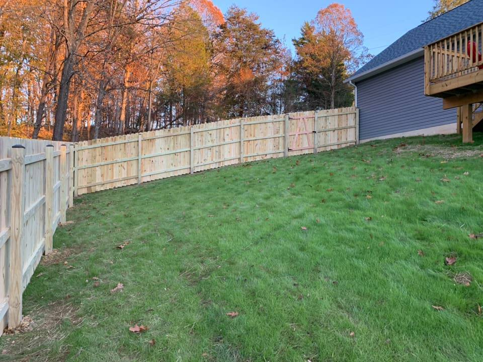 Landmark Fence Dog Eared 1.jpg