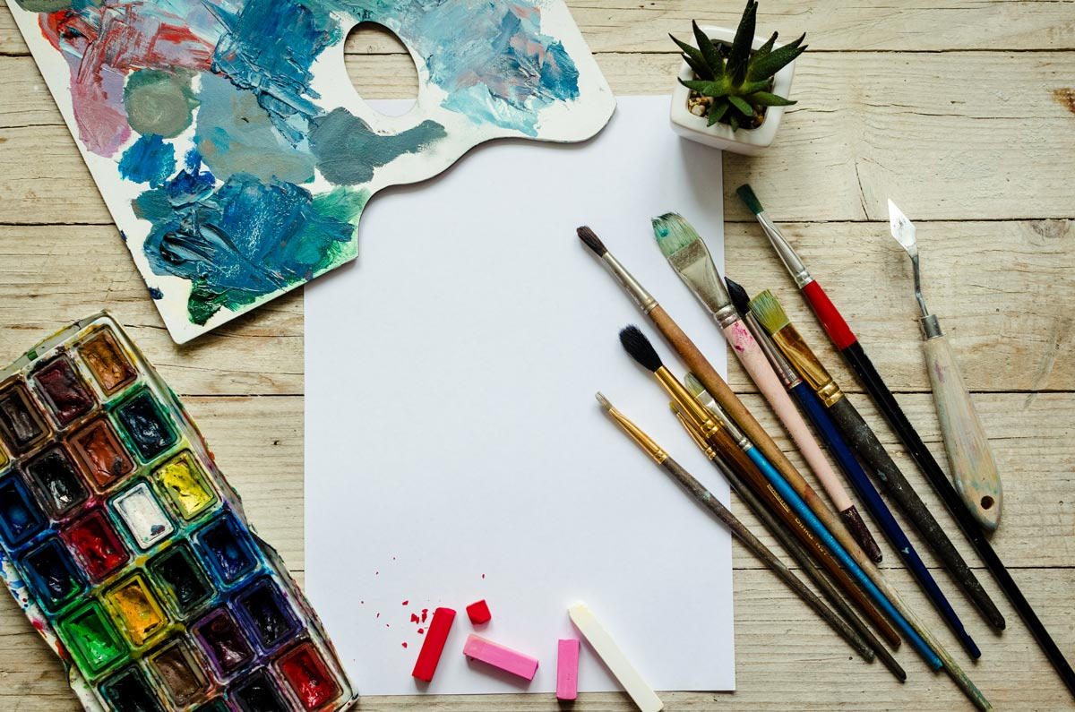 There will be the option for subscription packages, where project based materials are mailed to you every month. You can follow-along the lesson plans without having to visit an art store.