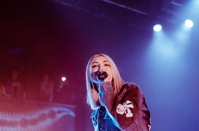 @juliamichaels at @hobchicago !!!!!!!!!! 4.28.19 | shot for @lostinconcert. #linkinbio for the rest of the gallery on @lostinconcert. Comment below your favorite Julia Michaels song, I like #whatatime with @niallhoran !!!