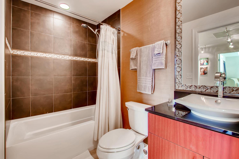 2001 Lincoln St 1413 Denver CO-large-022-017-Bathroom-1500x1000-72dpi.jpg