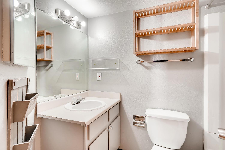 12478 W Nevada Pl 104 Lakewood-large-020-011-Bathroom-1500x1000-72dpi.jpg