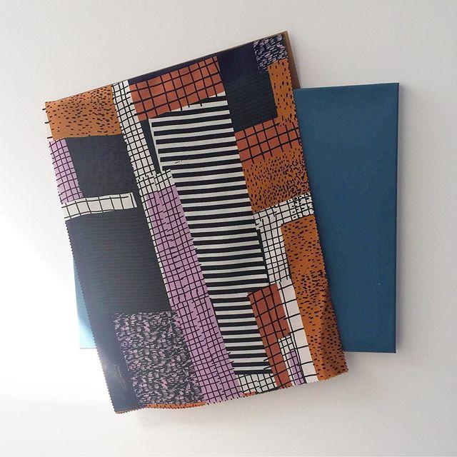 Impromptu textile wall art ✨ . . . . . . . .  #new #epic #textiles #fabric #fashiondesign #fashion #textiledesign #art #color #woven #knits #inspo #design #color #colorinspo #prints #cotton #linen #losangeles