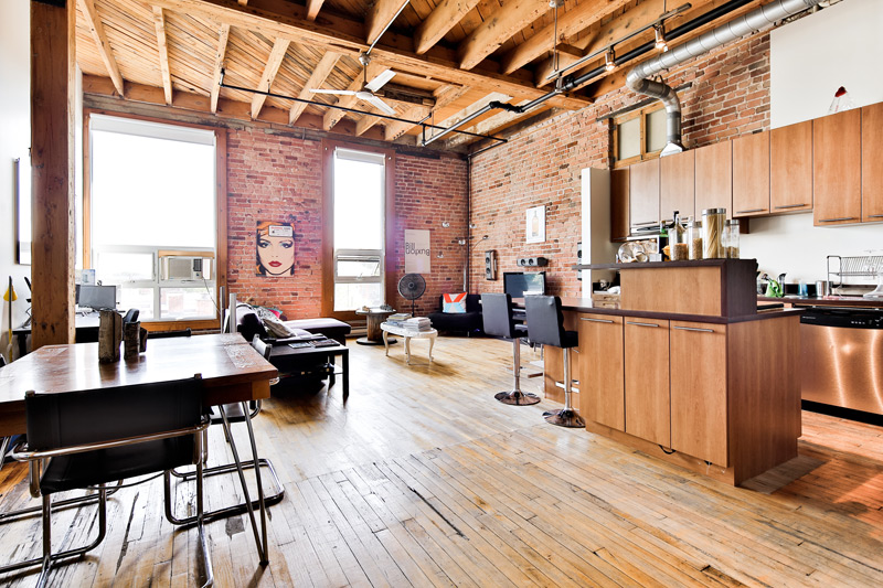Lofts HoMa - HoMa, also known as Hochelaga-Maisonneuve, was originally an Iroquoian village back in the 16th century. Much of the the history is still felt when walking through. If you love exposed brick wall, being surrounded by coffee shops and restaurants, what are you waiting for?