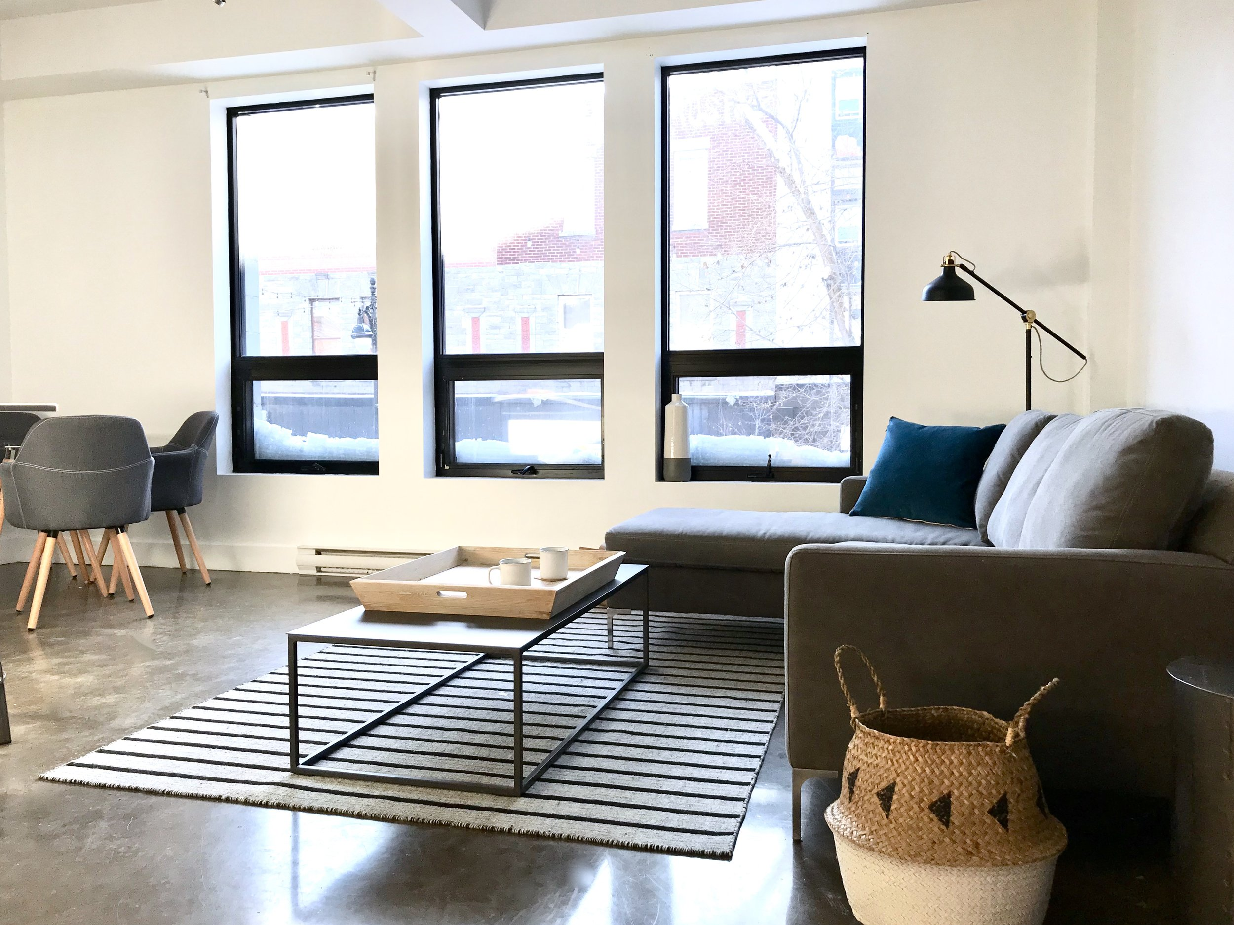Lofts Du Main - Other than being close to over 100 restaurants, bars and coffee shops, Lofts De La Main is situated near metro stations: Sherbrooke, Mont Royal and Laurier – making it easy for you get around the city! Are you a city explorer?