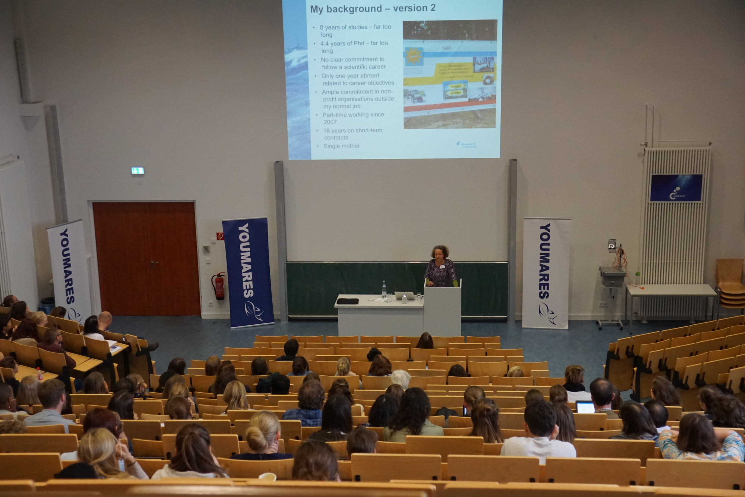 Dr Claudia Hanfland (AWI Bremerhaven) talking about her personal career development before presenting multiple career possibilities. Credit: Mara Weidung