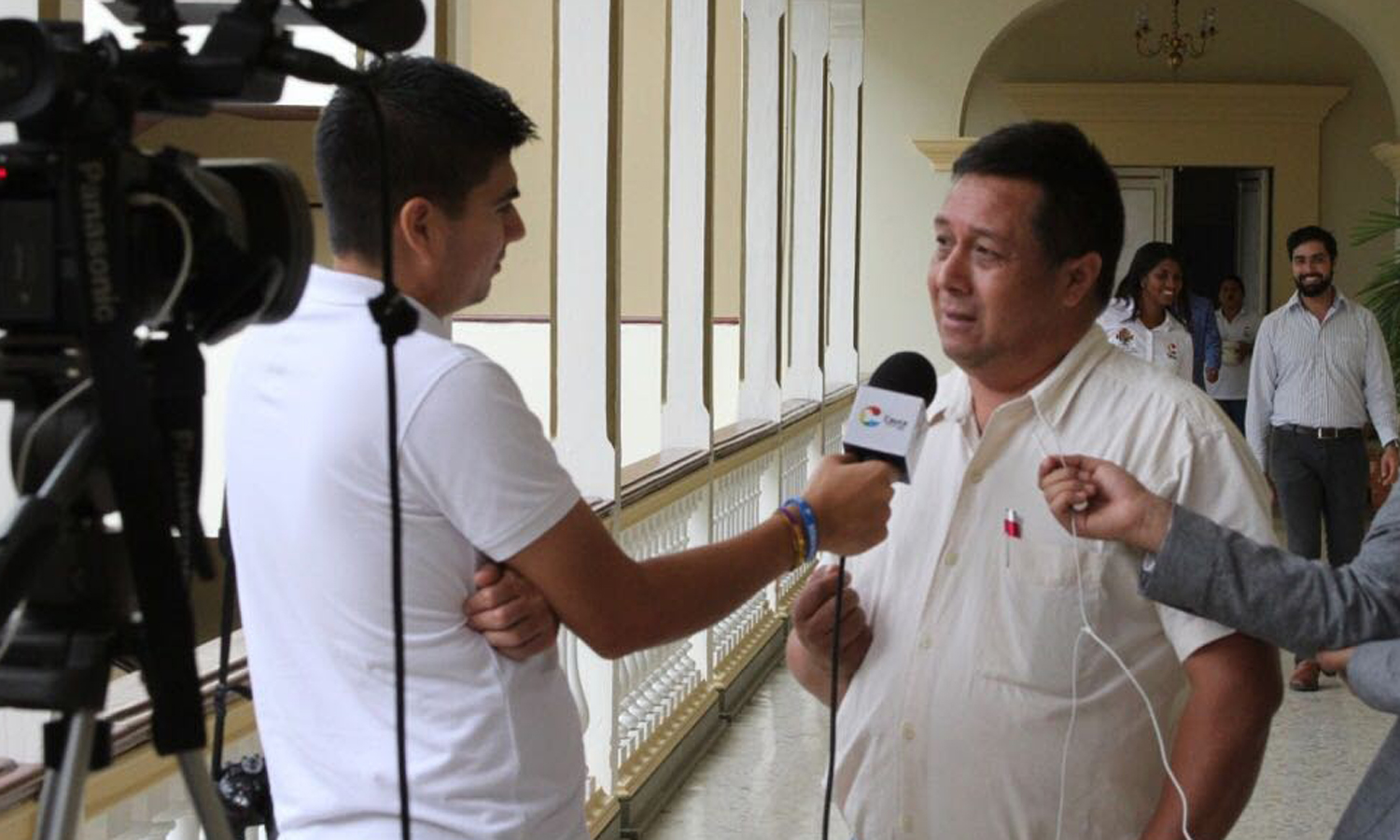 Adelmo is interviewed by a local Cauca News team regarding victim assistance and the work that ASODESAM does with landmine survivors.