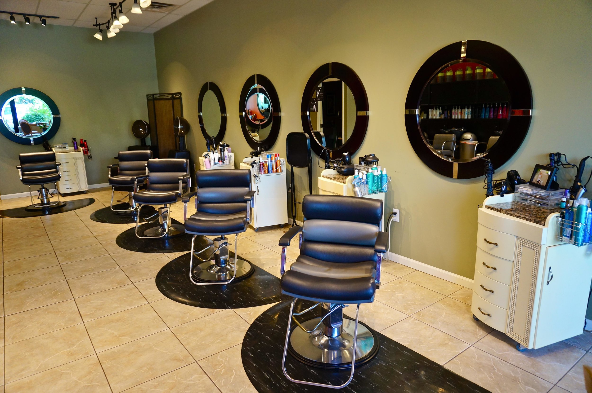 img_salon_stylist_area.jpg