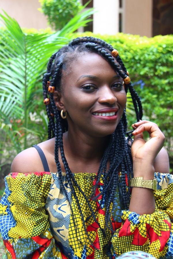 Photographe dans l'ame - Journaliste et photographe, Esther Nsapu est basée à Goma en RDC. A travers ses différentes études sur le développement social, l'humanitaire ou encore la santé, elle souhaite informer le monde entier sur les faits qui se déroule dans sa région et et la vie quotidienne des congolais.