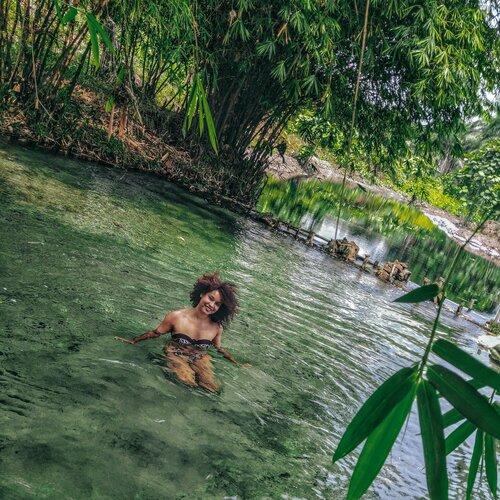 les pieds dans l'eau 2.jpg