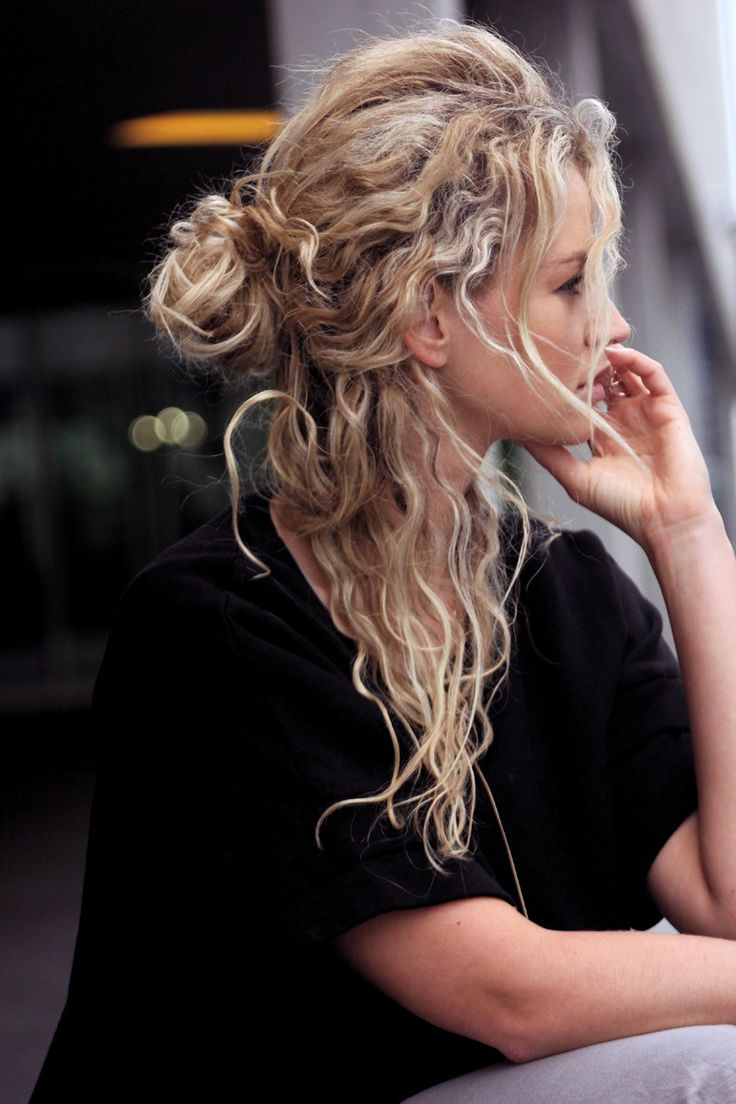 FWSBEAUTYCHALLENGE-Inspiration-July-Week-1-Laid-Back-Sunday-Bun.jpg
