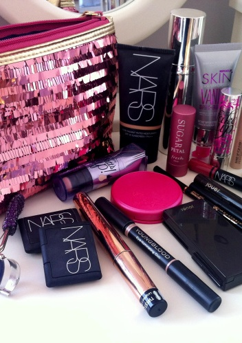 FWSBEAUTYCHALLENGE-Inspiration-July-Week-1-Beauty-Bag-Favorites-Sequin.jpg