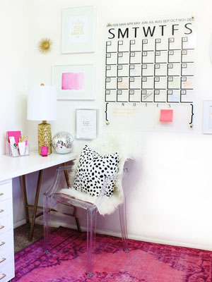 Weekend-Reading-24-A-Beautiful-Mess-DIY-Acrylic-Calendar.jpg