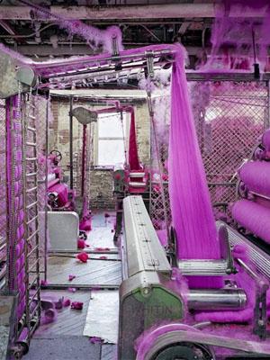 Weekly-Roundup-1-My-Modern-Met-Textile-Industry-Photos.jpg