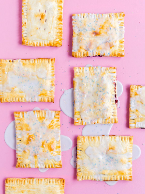 Weekly-Roundup-7-Paper-and-Stitch-Homemade-Pop-Tarts.jpg