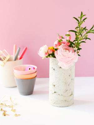 Weekly-Roundup-10-Paper-and-Stitch-DIY-Concrete-Vase.jpg
