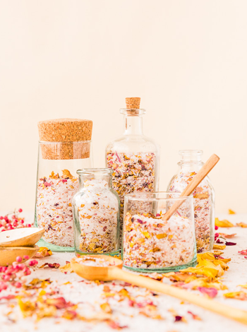 Weekly-Roundup_1-11_Paper-and-Stitch_DIY-Rose-Bath-Salts.png