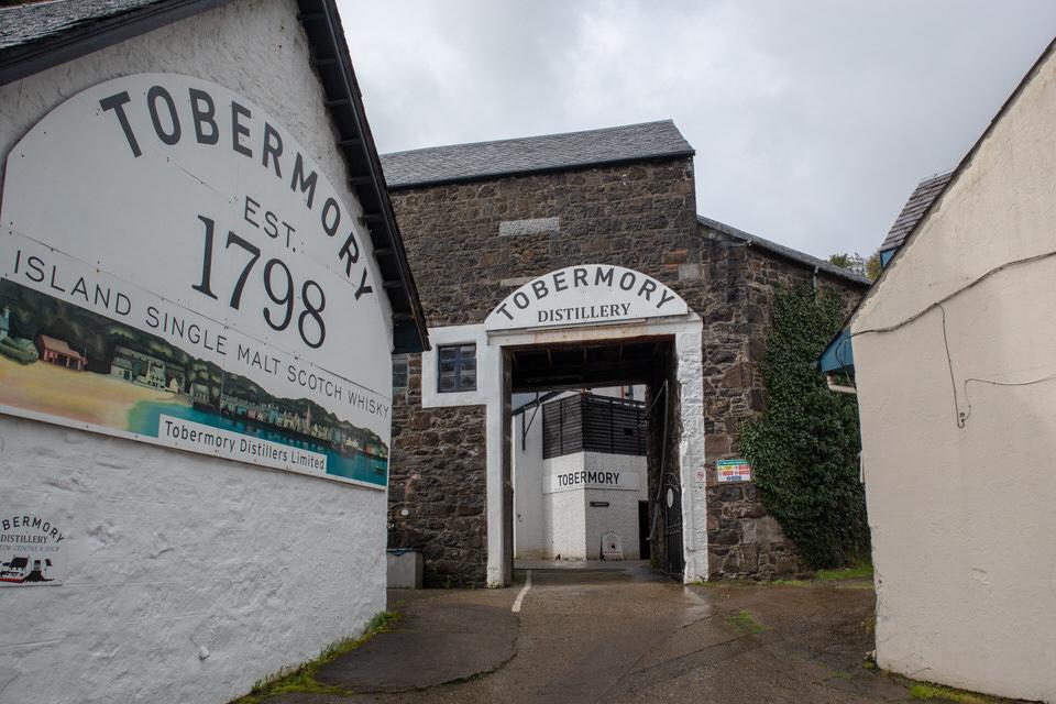 Tobermory Distillery on Isle of Mull near Oban, Scotland. A romantic honeymoon spot in Scotland! | MissFunctional Money