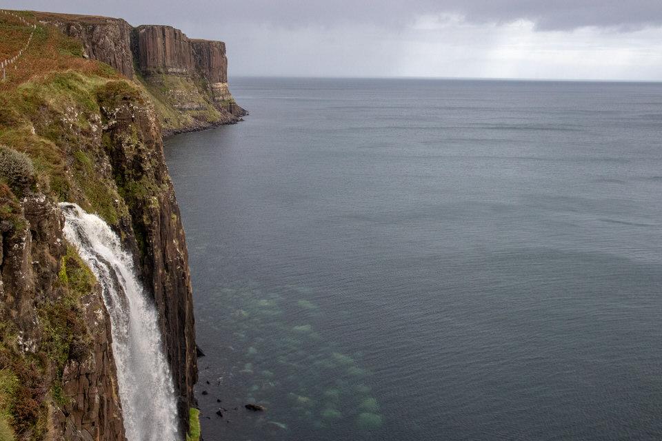 Kilt Rock on Isle of Skye, Scotland | MissFunctional Money #honeymoon #travel #scotland