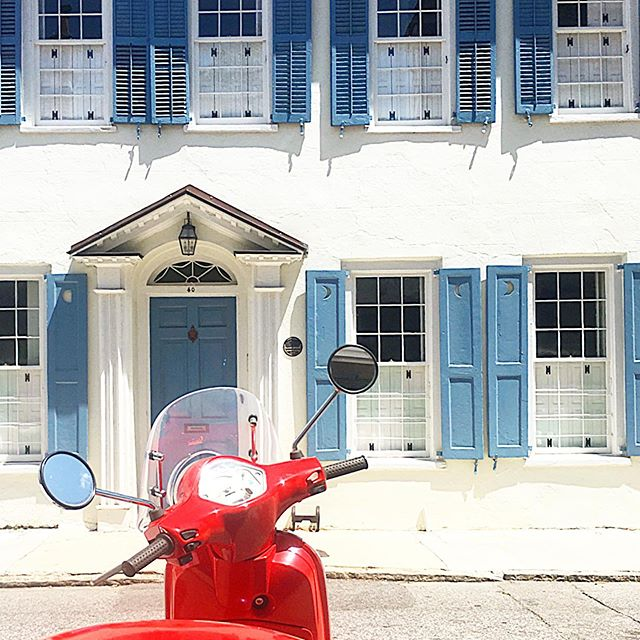 Sometimes it's worth getting a glimpse from someone else's point of view. 🏍 . . . . . . . #moped #blueandwhitelove #blueandwhitehome #mytinyatlas #historiccharleston #southerncharm #charleston #charlestoncharm #southofbroad #discovercharleston #moneyblogger #charlestonblogger #missfunctionalmoney