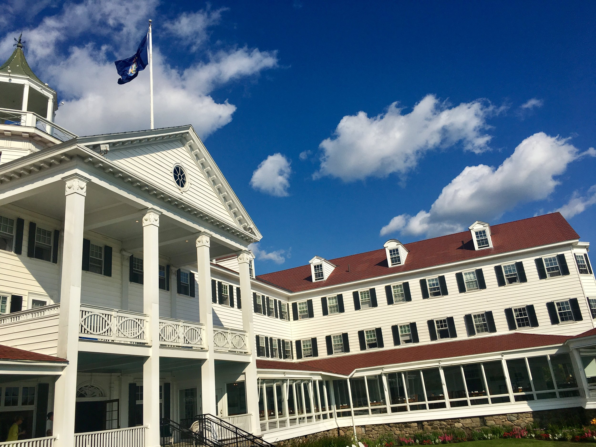 Where to stay in Kennebunkport, Maine - The Colony Hotel #maine #travel #missfunctionalmoney