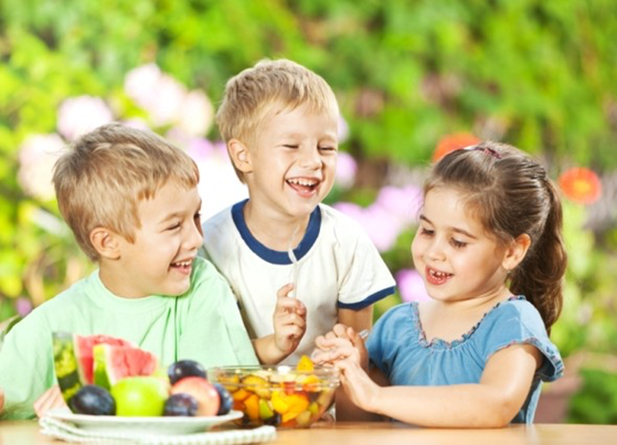 Group of kids eating