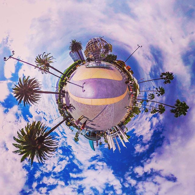 Universal Globe on a Globe in a Globe. Globe-ception? • • • • • • • #virtualreality #VR #experience #travel #Explore #adventure #production #360degrees #Hollywood #LosAngeles #California #Beautiful #IGDaily #love #Instagood #Home #tech #Startup #Technology #Ar #htcvive #Immersive #explore #TechStartup #universal #globe #love #entertainment #hope