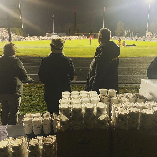 500 cups of froyo for HS band members at Senior night last night! As an Olmsted Falls graduate and an alumni of the band program, it was a lot of fun doing this for them! 😊  #OFMA #Bulldogs #FroyoInTheCold #ThatsALotOYogurt #BigMarchingBand  @olmstedfalloween @cityofolmstedfalls @clevelanddotcom