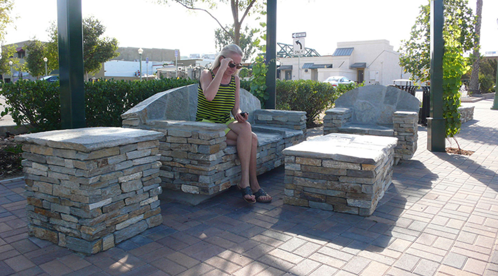 Outdoor Livingroom - Maple Street Pedestrian Plaza