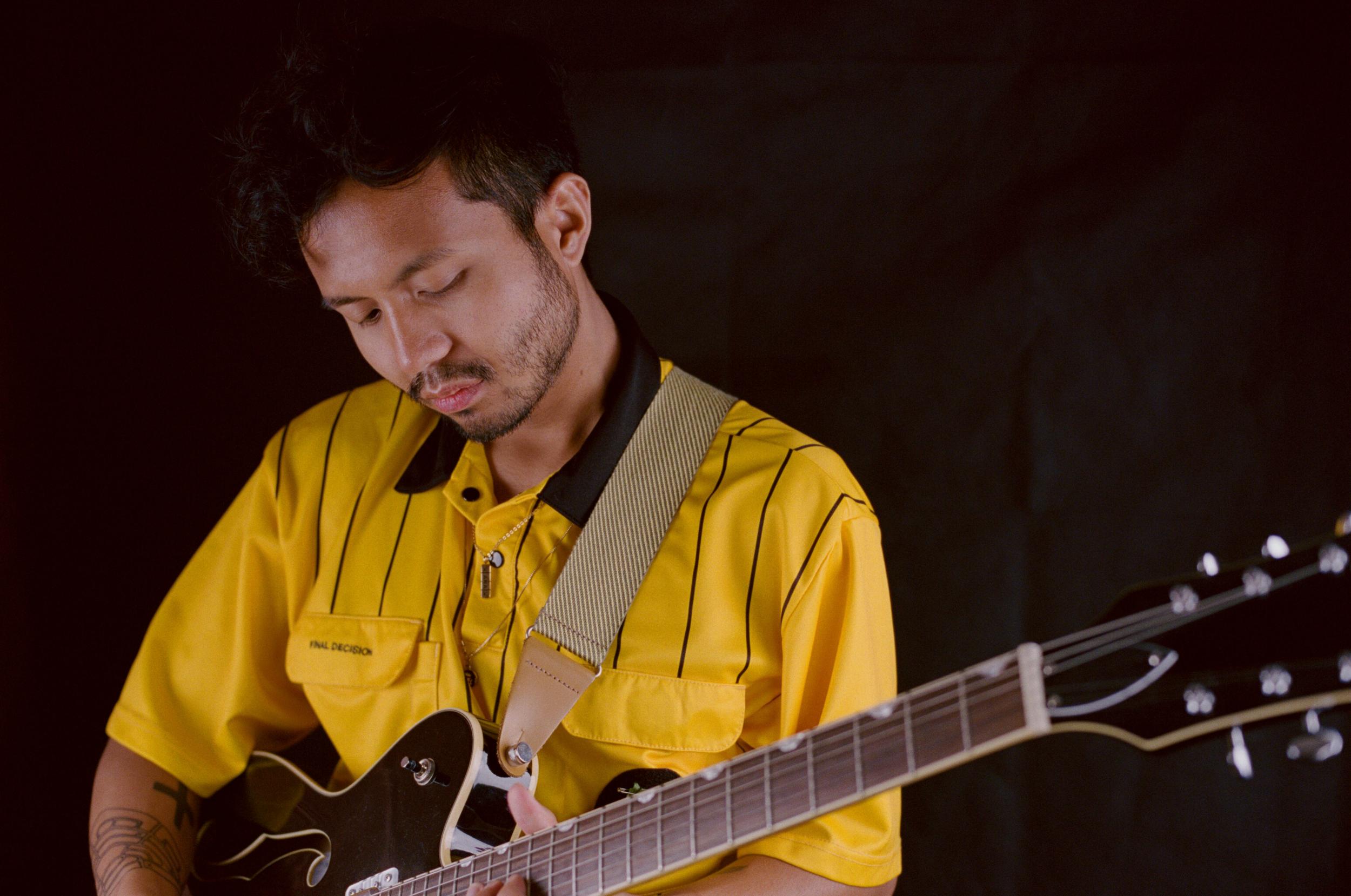 horizontal –black, guitar.png
