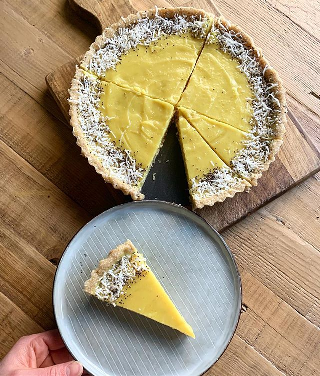 Bite your cheeks because this one's TANGY! 😆Something NEW and a little bit of fun.. #rawvegan Lemon Curd Tart 👌🏻 If you love a sour lemon you will LOVE this tart.. Gluten free & refined sugar free!
