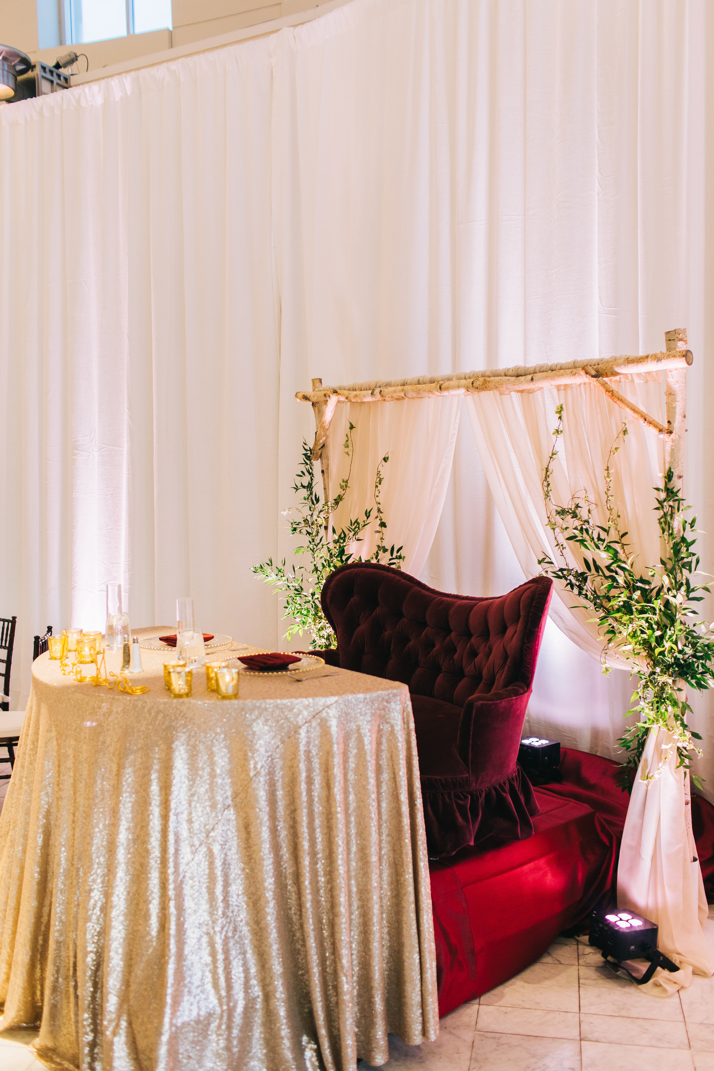 Bluegrass Chic - Sweetheart table greenery