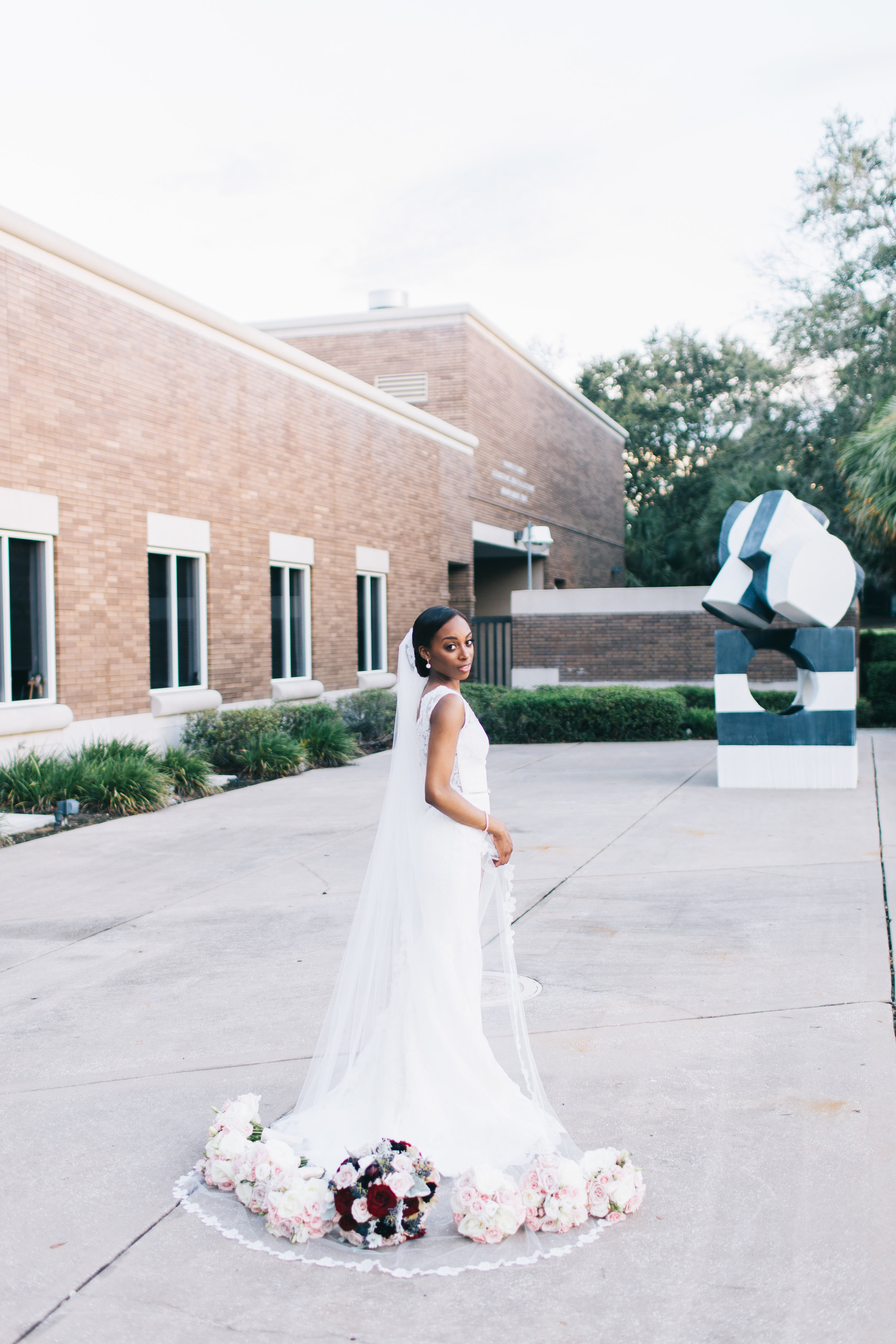 Bluegrass Chic - Bride with bouquets