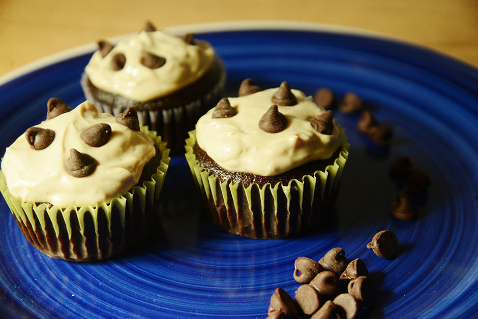 Collegi-ATE: Vegan Chocolate Cupcakes and peanut butter frosting - November, 2014