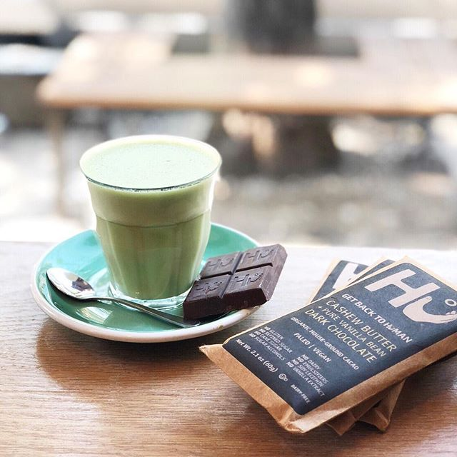 One of my fav indulgences: matcha latte & @hukitchen chocolate. I looove @hukitchen chocolate because it tastes AMAZING and doesn't have any dairy, refined sugar, cane sugar, sugar alcohols, emulsifiers and soy lecithin. Cashew butter, hazelnut butter and almond butter are my fav flavors 🤤👌🏻 ⠀⠀⠀⠀⠀⠀⠀⠀⠀ ps. If you're a @thrivemkt member you can get @huchocolate at a discount! $5.49 instead of $7.99. You're welcome 😜