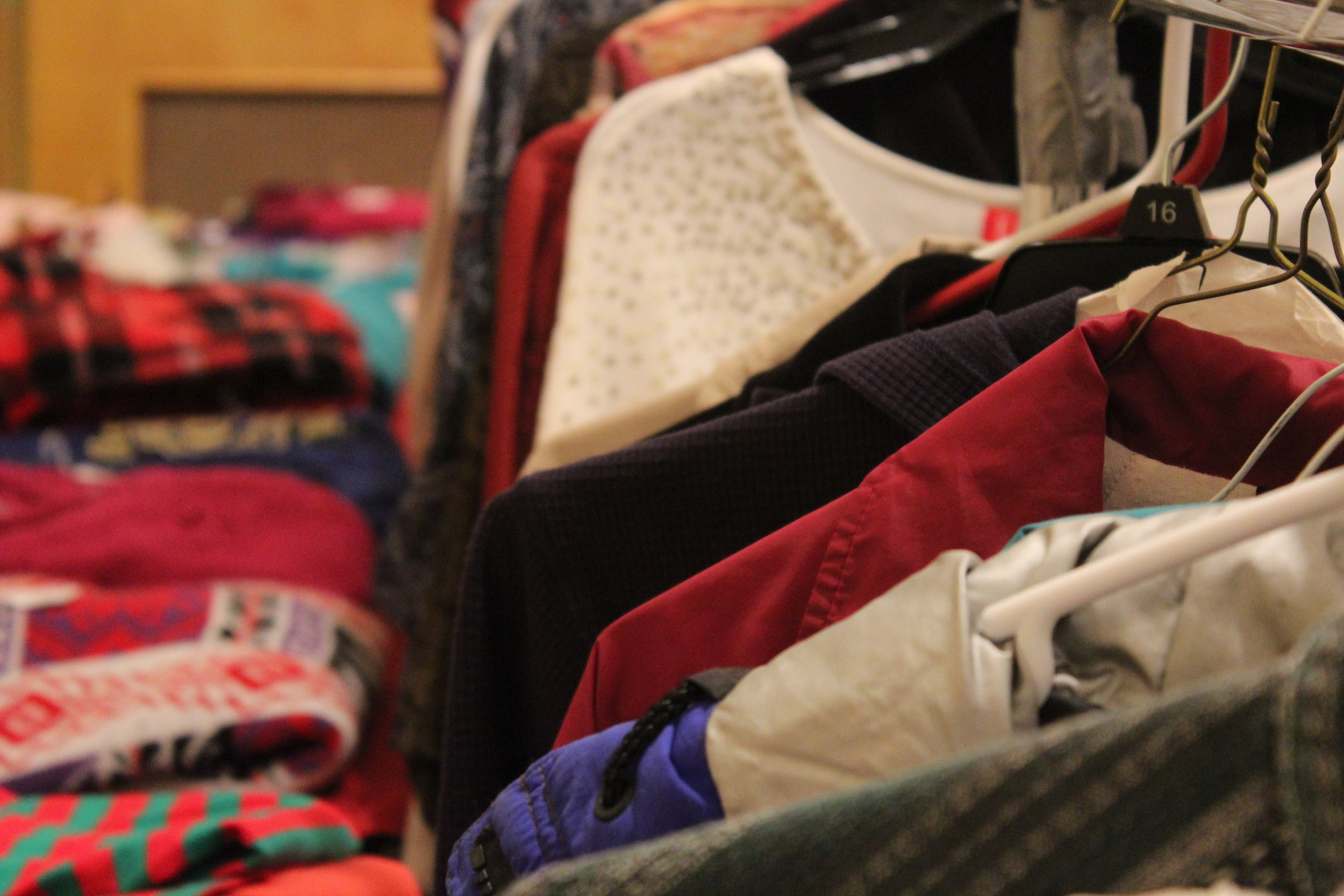 CLOTHING ROOM -