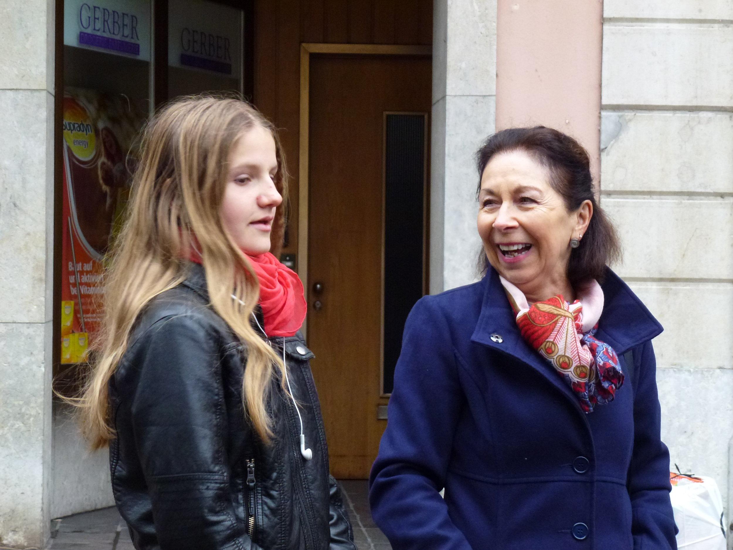 Heureux moment de complicité entre Louise Rieder et Florence Rebord-Nicole
