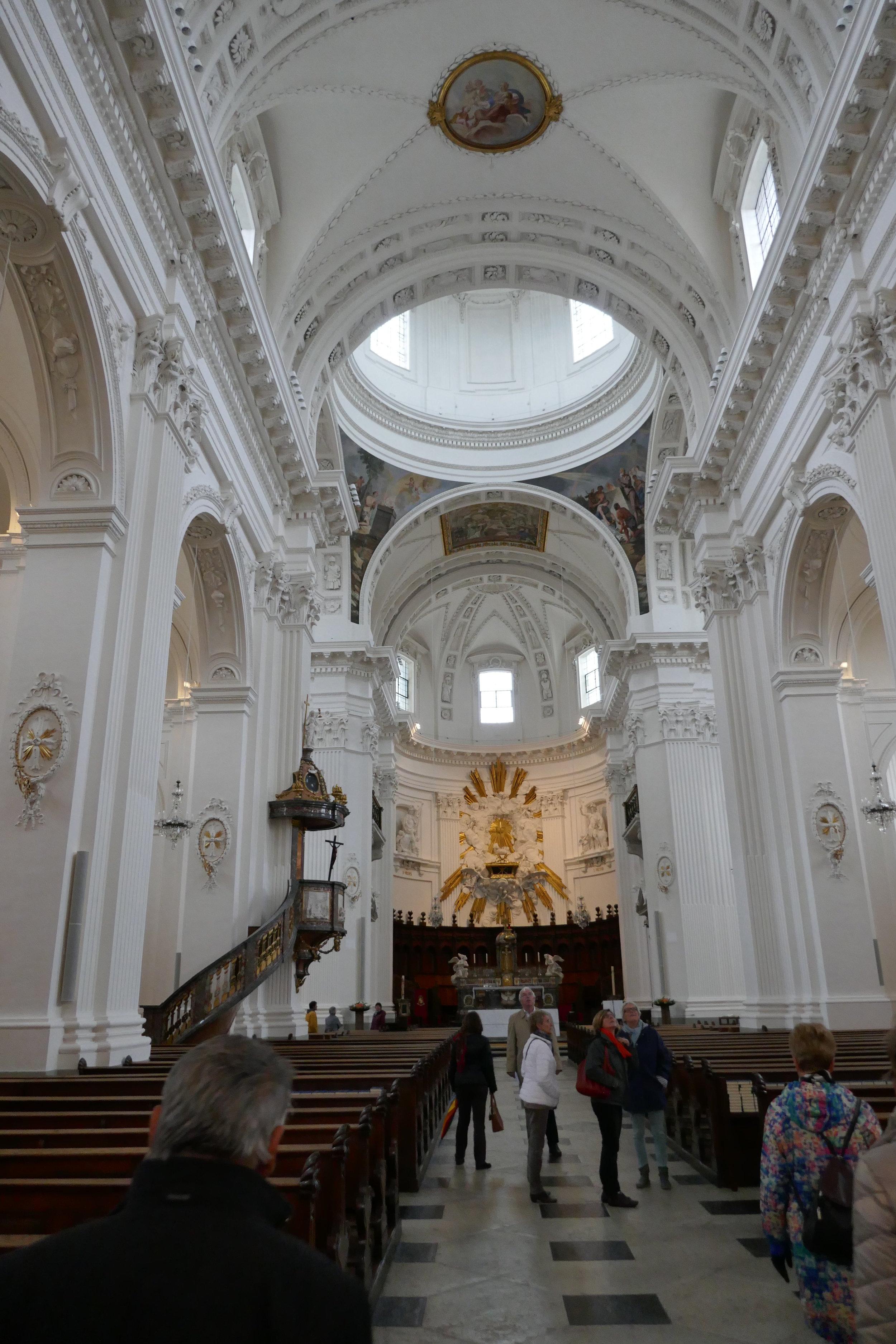 La cathédrale Saint-Ourse, érigée par l'architecte Gaetano Matteo Pisoni de 1762 à 1773