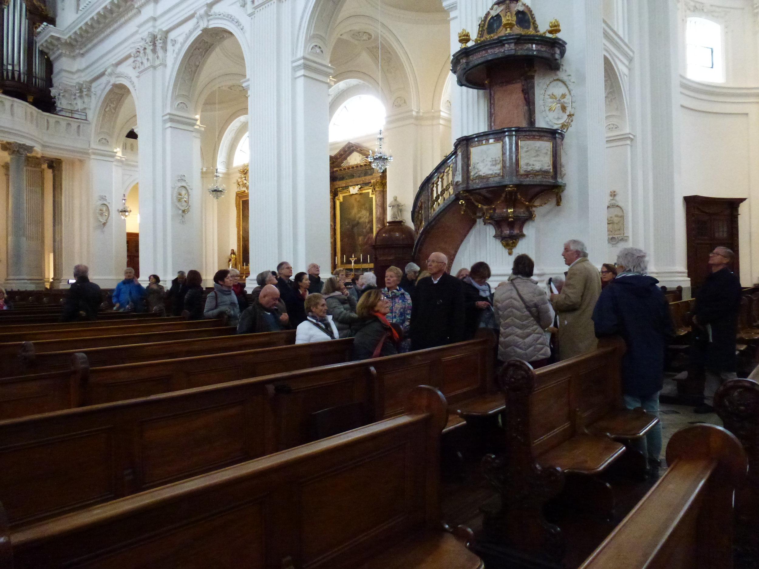 Infatigable, Renaud de Montmollin commente l'intérieur de la cathérale