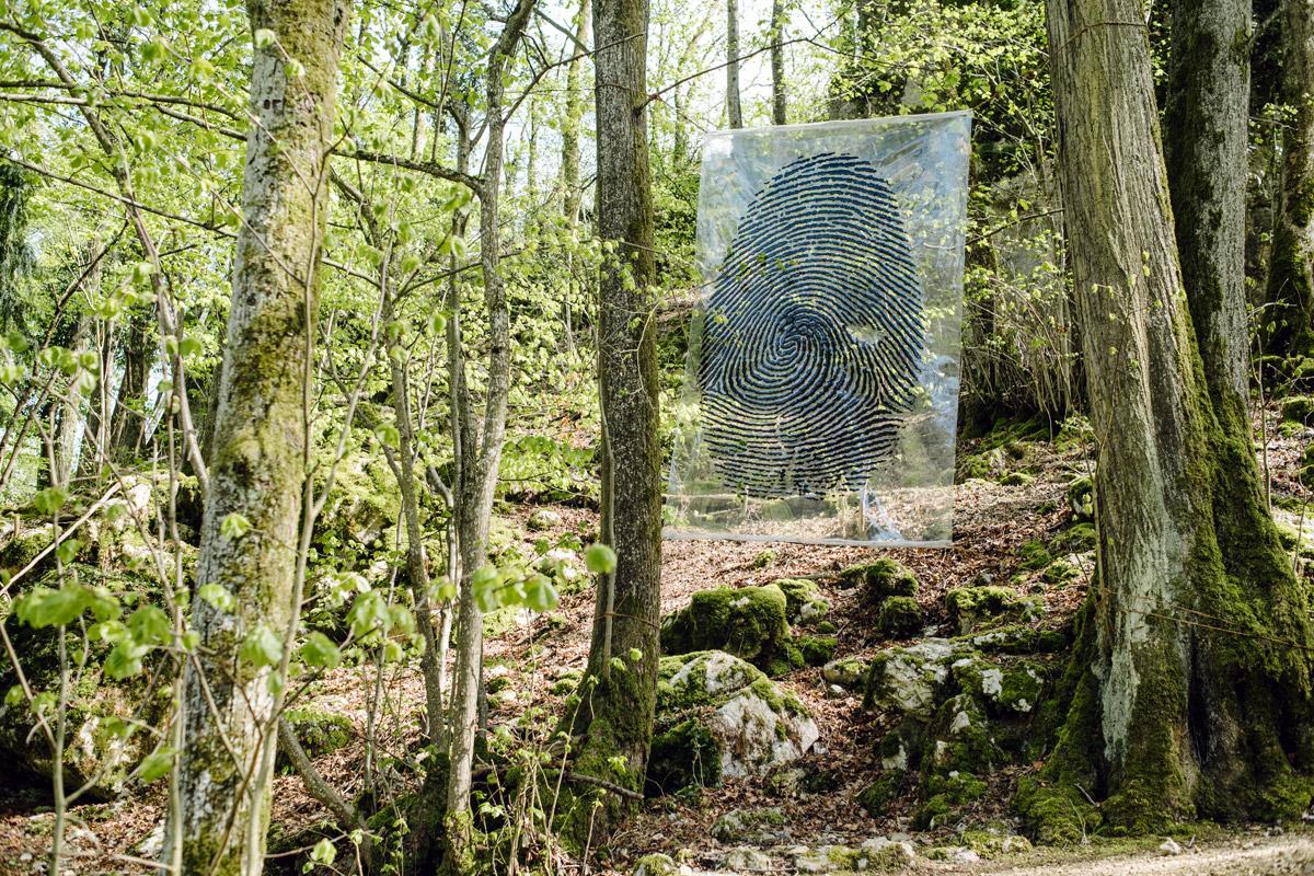 """""""Empreintes"""" de l'Argentin Karlo Kosta, illustre l'impact de l'homme sur la nature"""