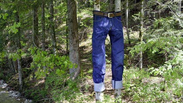 Une paire de jeans géante
