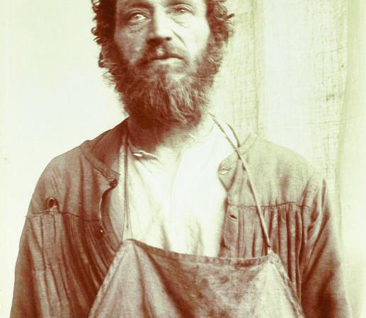 Portrait d'un ouvrier vers 1900 par Jeanne Descombes, tirage sur papier aristotype
