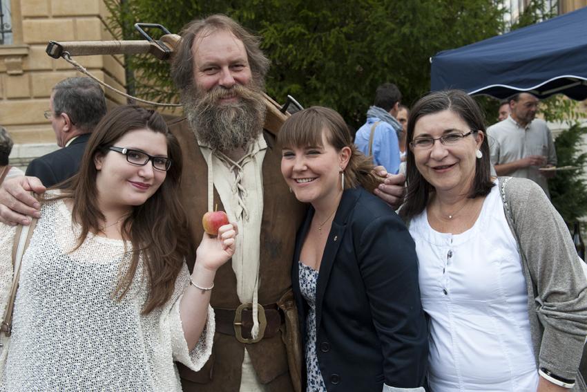 Mélanie Bianchi, membre du Conseil (elle ne l'était pas en 2011...) entourée de sa soeur et de sa maman