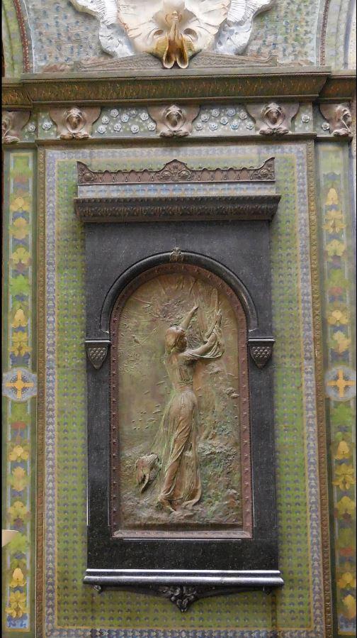 """Bas-relief en bronze """"Jeune fille de Sion décrochant sa harpe pour la fête"""""""