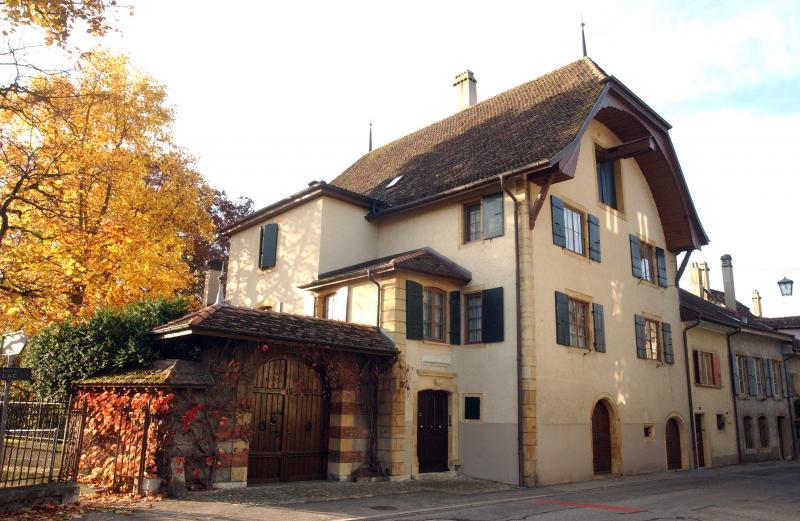 La maison Borel à Auvernier accueille des chercheurs, comme l'a expliqué M. Godet