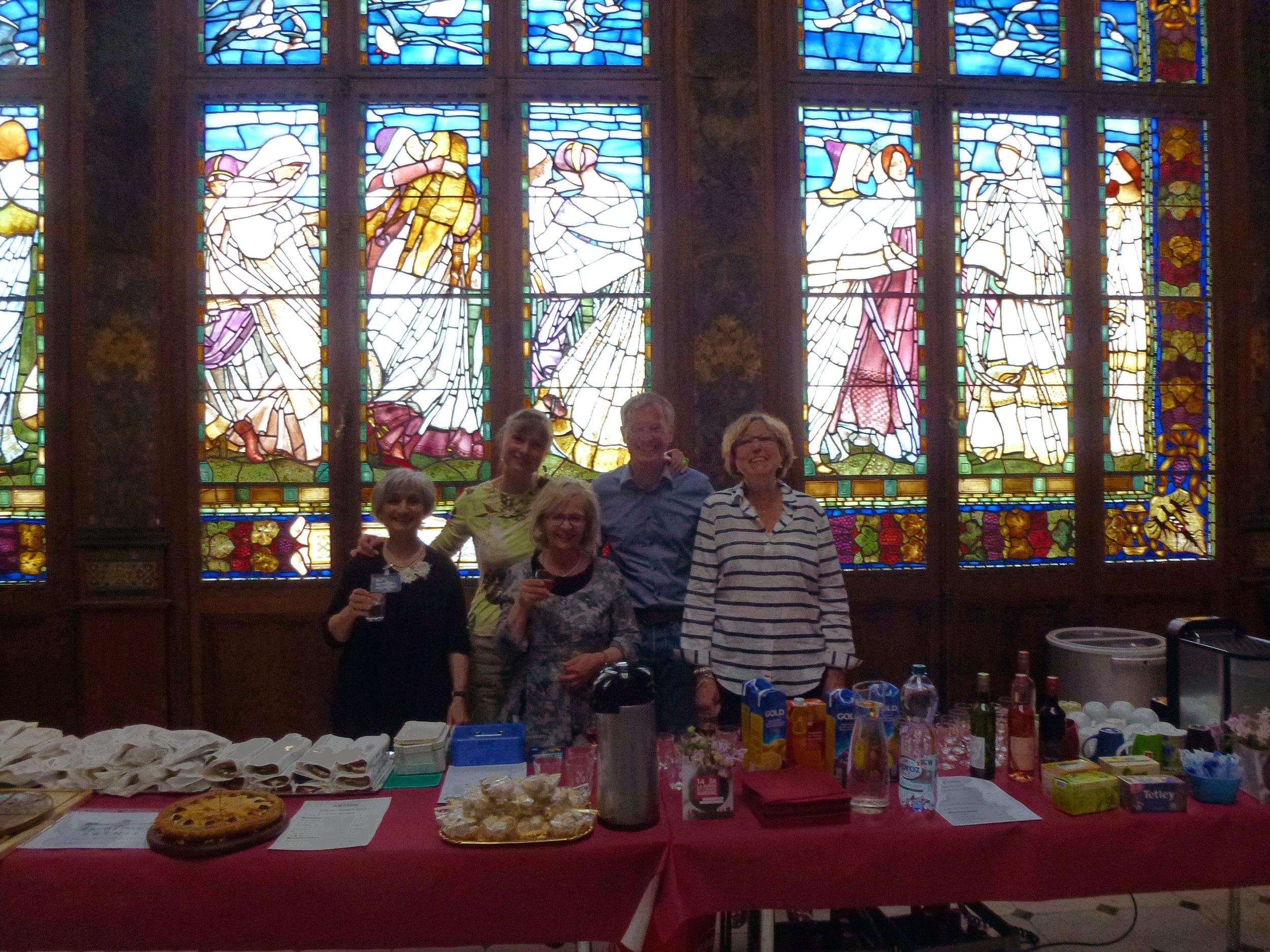 ARTHIS était constituée de son équipe de choc habituelle, Julie Rieder, Pierrette Bertolucci, Philippe Du Pasquier et Martine Jacot, très efficacement secondés par Lucie Girardin Cestone (à gauche)