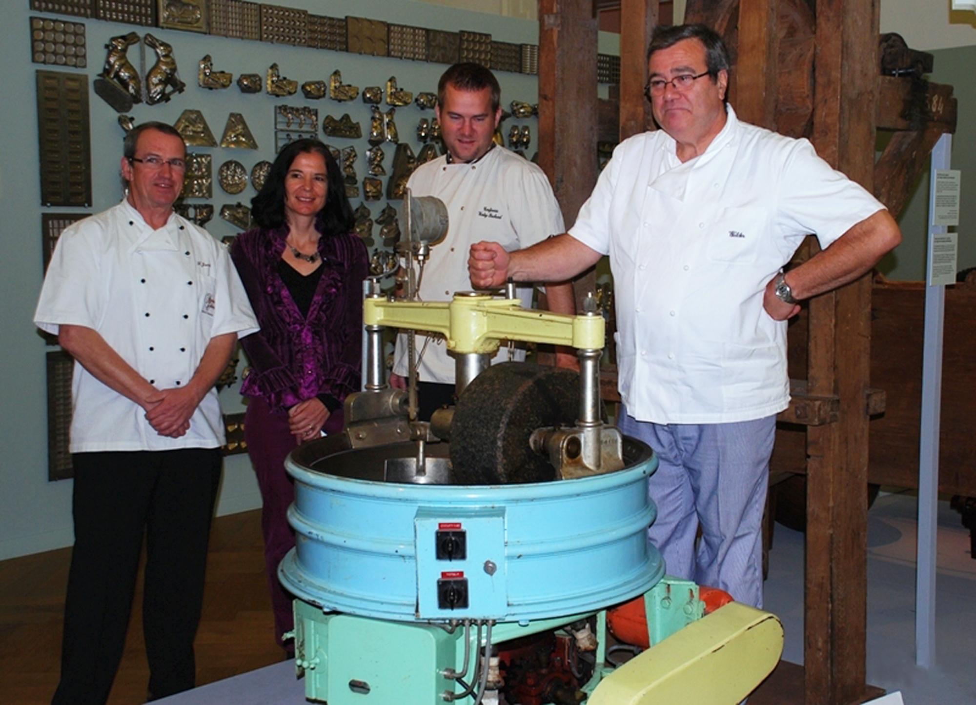 Pour cette grande fête, le MahN s'est associé à six pâtissiers-confiseurs, dont Francis Jacot,Cédric Chamartin et Pierre Walder, entourant Chantal Lafontant Vallotton