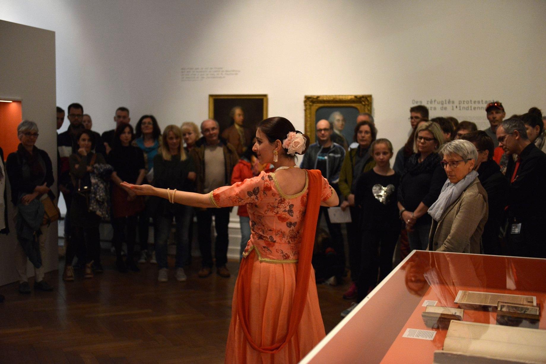 L'Inde a aussi été représentée de manière particulièrement gracieuse par la danseuse Annjali Shah
