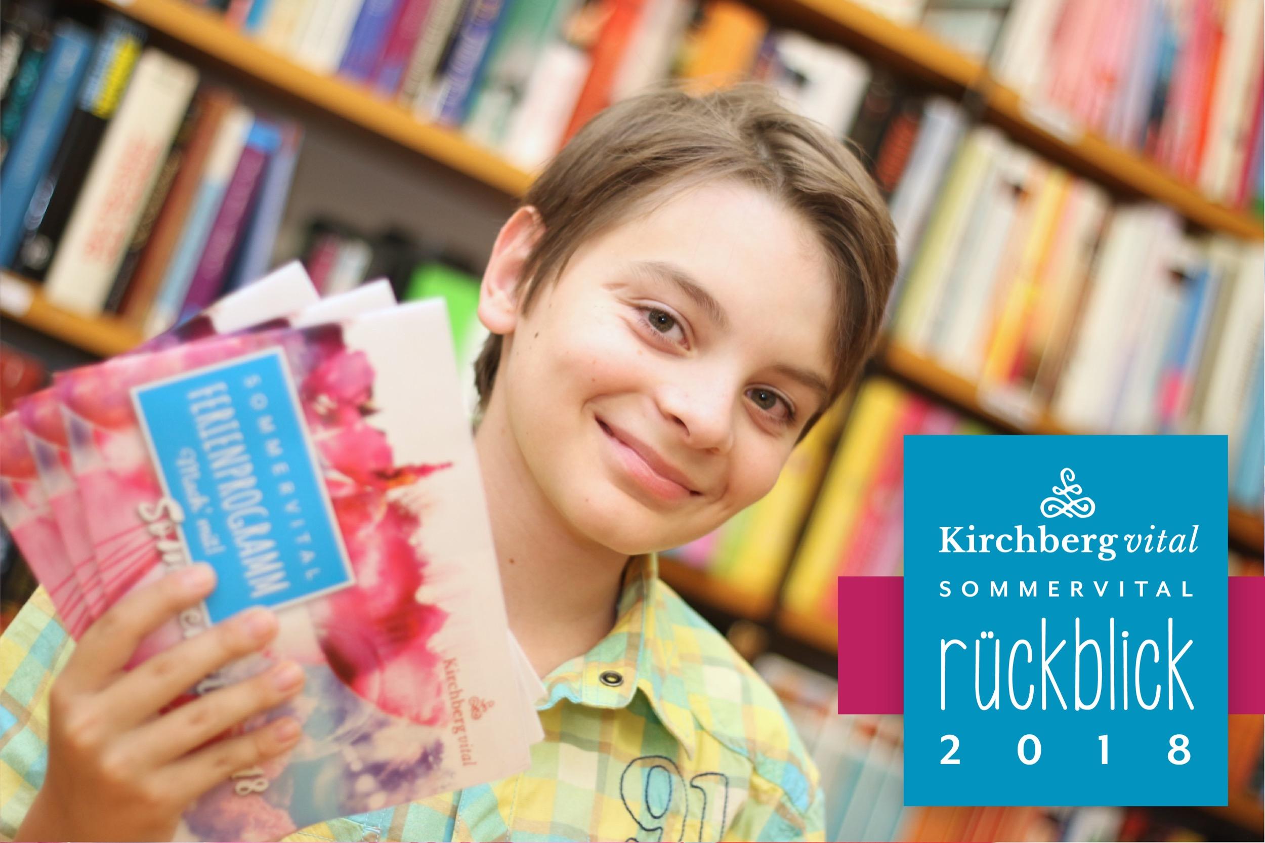 Kirchbergvital Nachwuchs-Reporter Tobias Büchsenmeister mit den Sommervital 2018 Programmheften