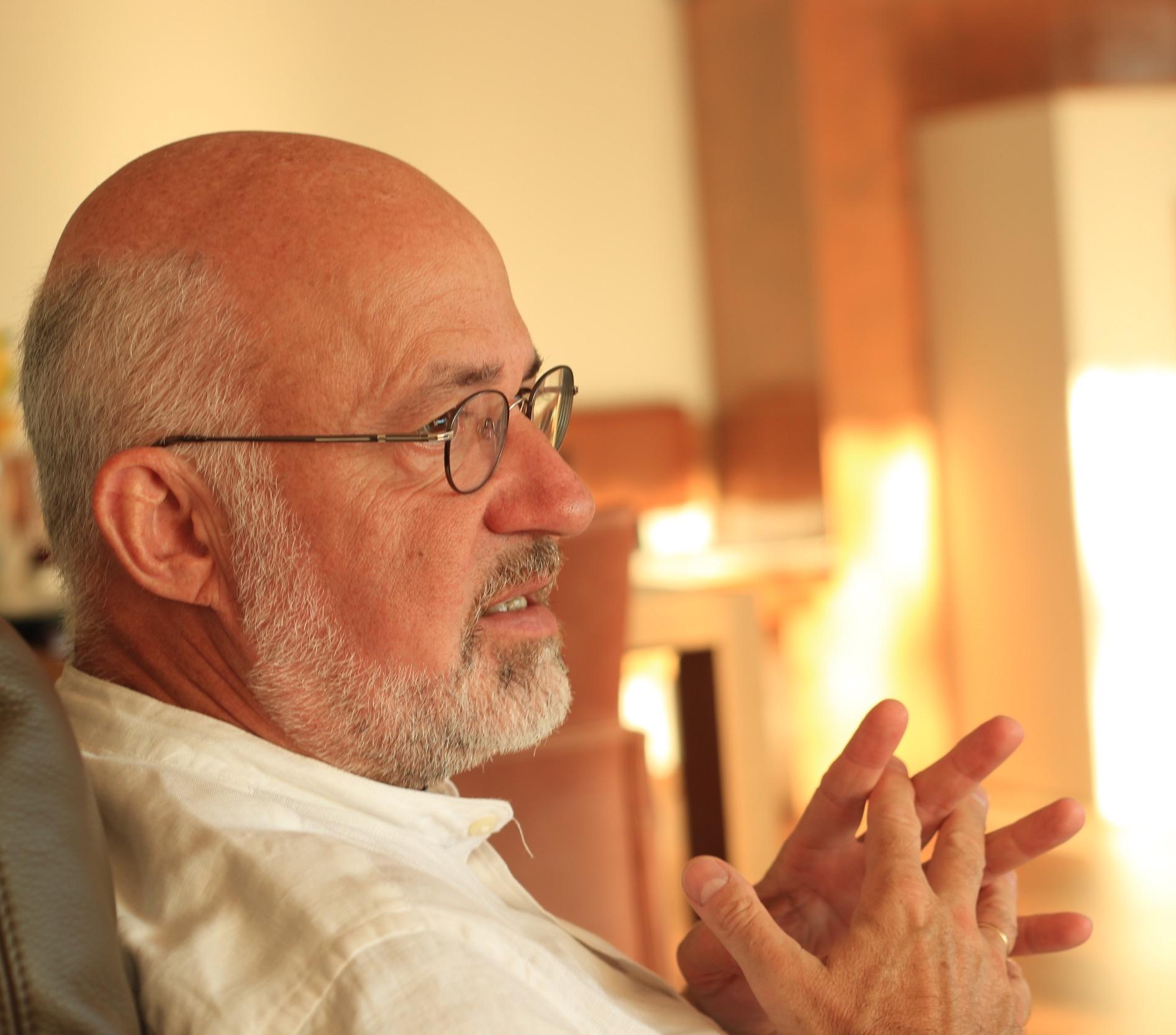 Das Interesse an Naturwissenschaften und meine soziale Ader haben zwanglos zum Medizinstudium geführt. - — Dr. Peter Gungl