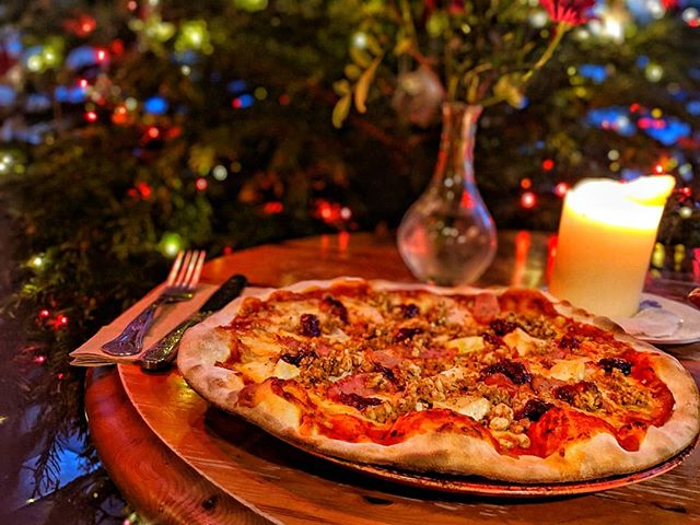 Have you tried our Christmas In Italy Pizza yet? 🍕🍕 Stone baked pizza base, topped with succulent roasted turkey, melted brie, chipolatas, stuffing & cranberry sauce! 😋😍 #Pizza #Christmas #Food